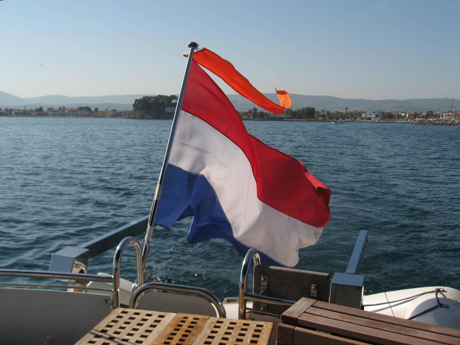 https://smelne.nl/wp-content/uploads/2013/05/Vlag-met-oranje-wimpel.jpg